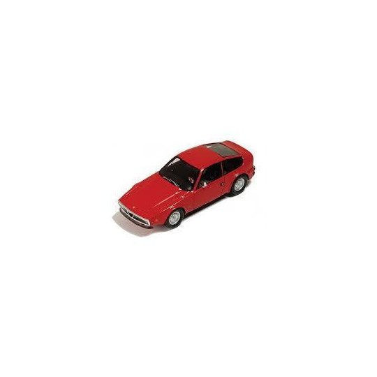 ALFA ROMEO Junior Z 1300 1970 rouge 1/43 SPARK