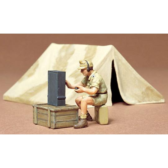 Tente et radio D.A.K. 1/35...